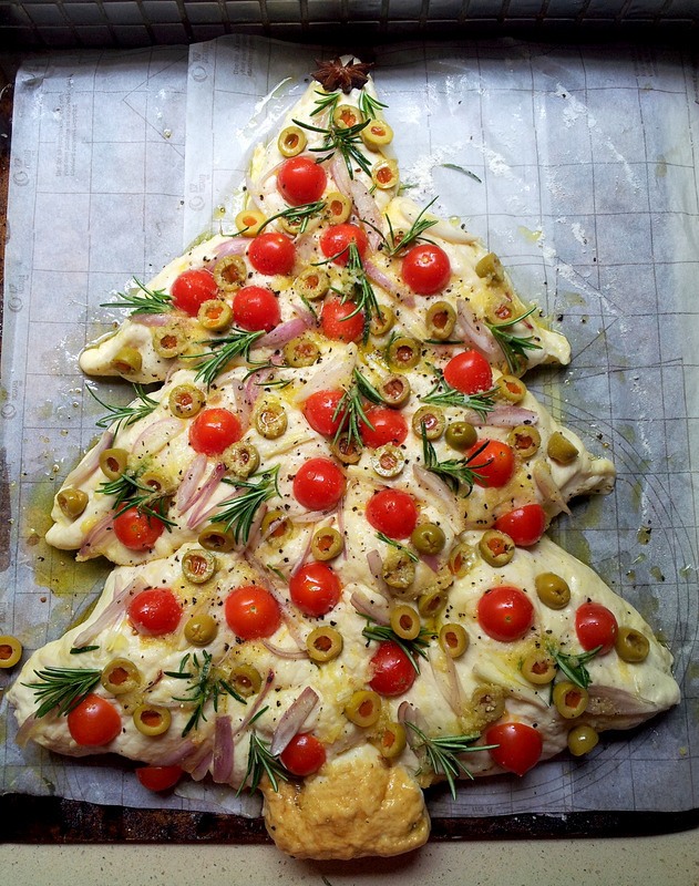 Glittery Christmas-Tree Bread with Garlic & Rosemary
